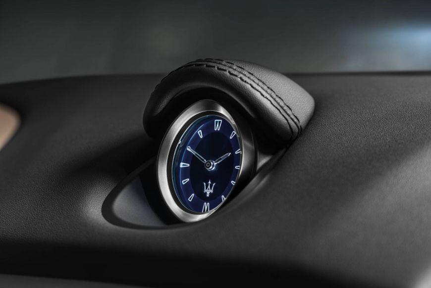 Maserati-Ghibli-GranLusso-MY18-clock