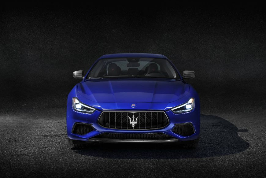 Maserati-Ghibli-GranSport-MY18-front-hero
