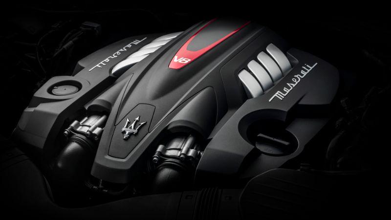 Maserati-Quattroporte-18-engine-v8
