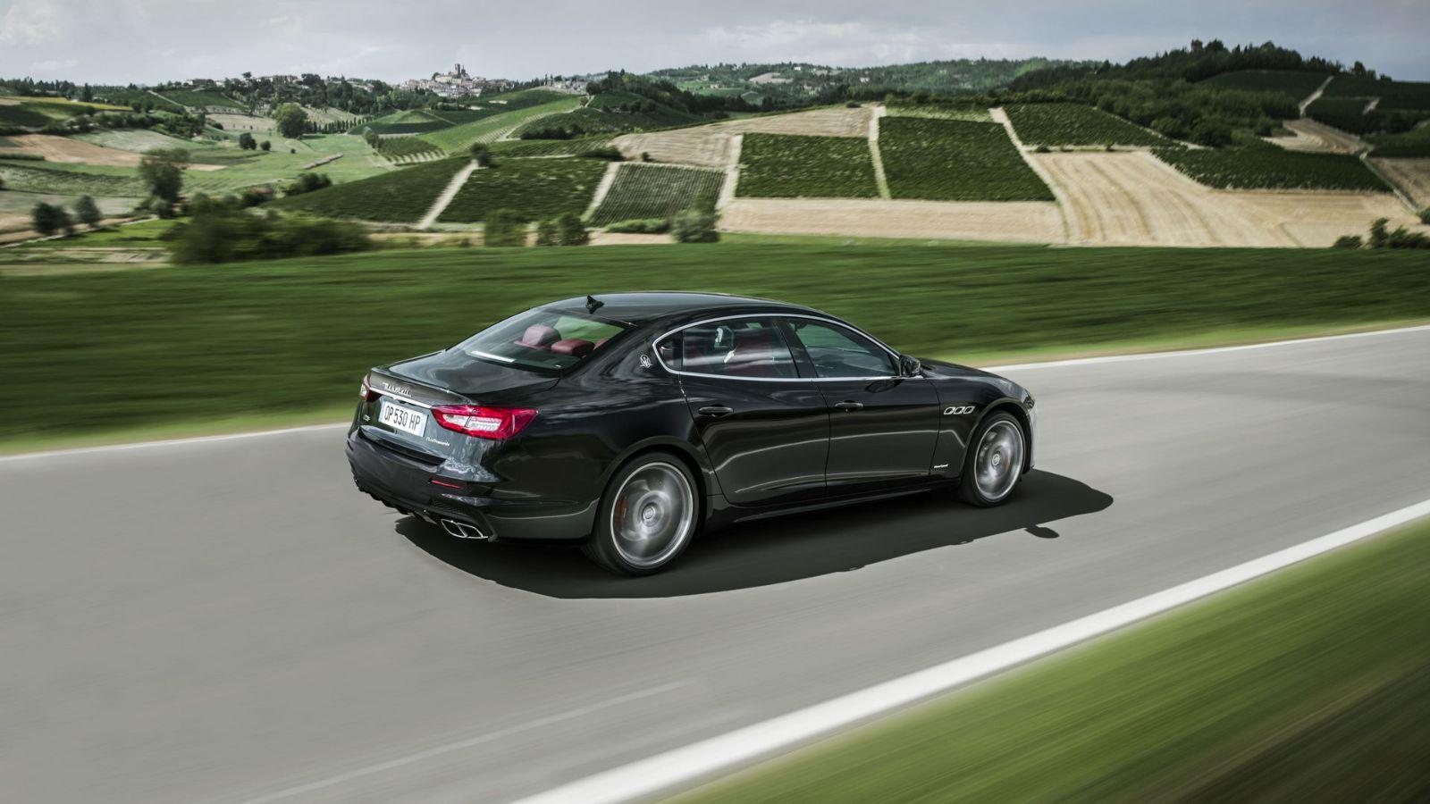 Maserati-Quattroporte-18-exterior-driving