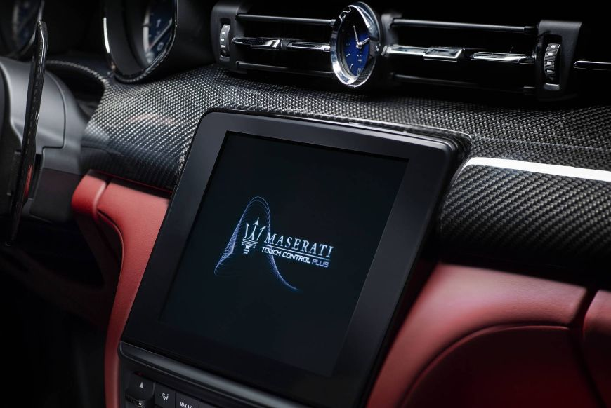 Maserati-Quattroporte-GranSport-18-interior-clock