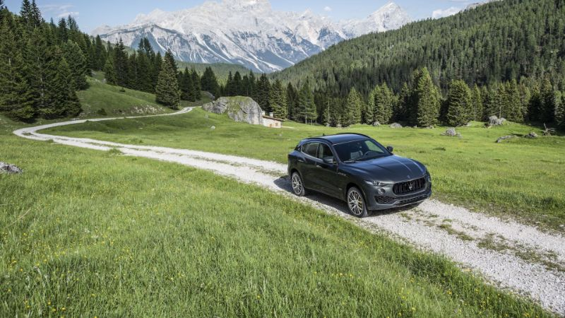 Maserati-Levante-riding-on-air