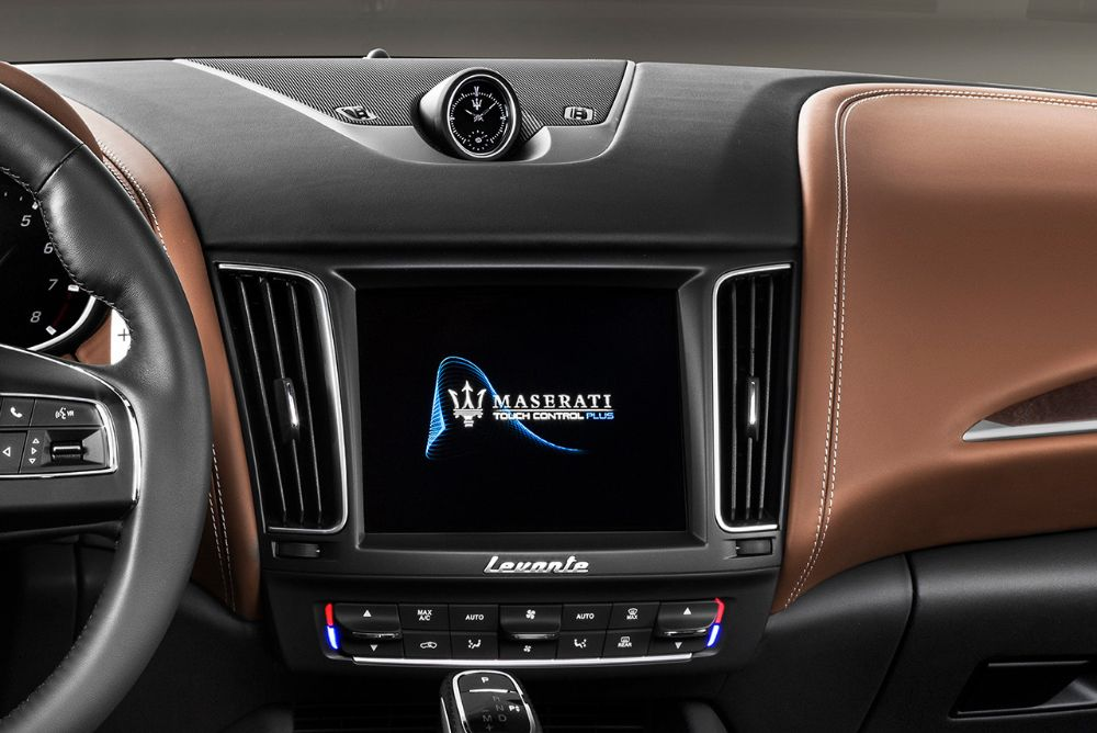 Maserati-MY19-Levante-GranLusso-Studio-181790M_infocrop