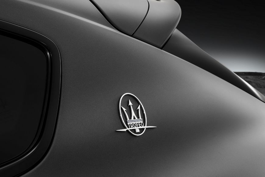 Maserati-Levante-Trofeo-V8-Saetta-Logo-C-pillar